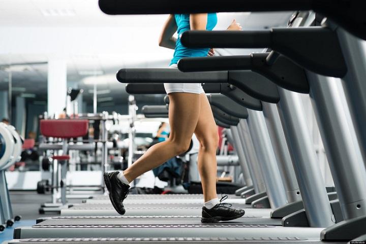 Бързото ходене на бягаща пътека помага за горене на мазнини.