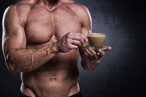 Кафето увеличава силата за вдигане на по-голяма щанга.