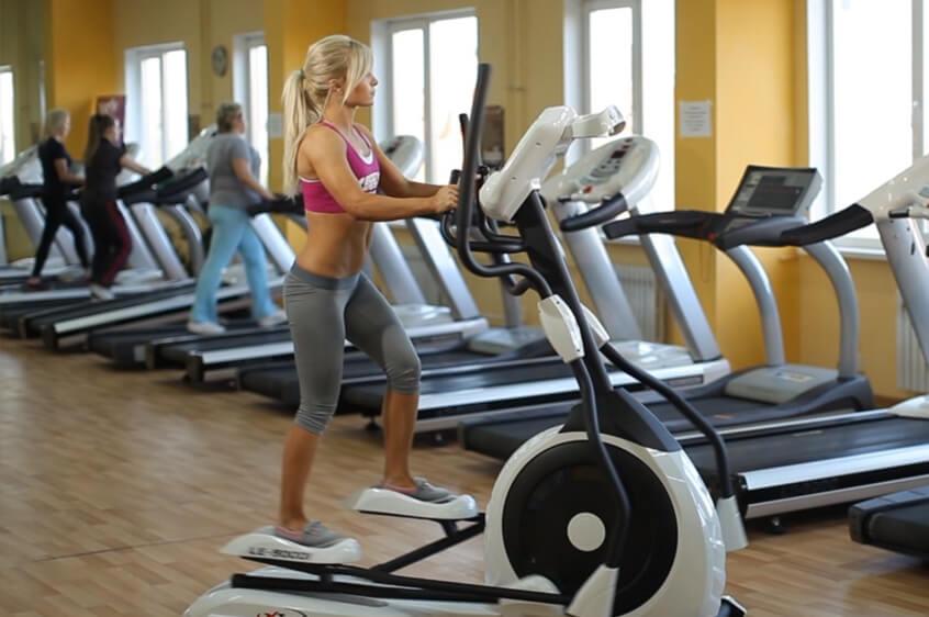 Елиптичните кростренажори са кардио уреди, подходящи за трениране от бременни жени.