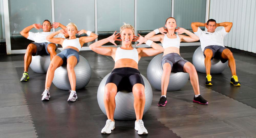 Фитбол е фитнес уред, който разработва всички групи мускули и тонизира организма