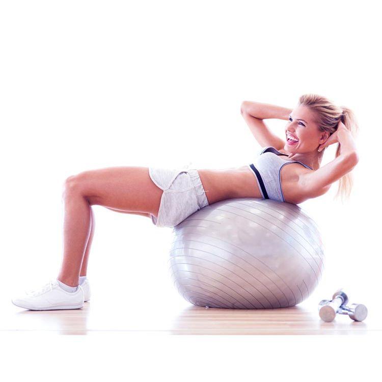 Сред ефективните фитнес аксесоари за отслабване са фитбол топката, въртящият се диск, гимнастическият обръч.