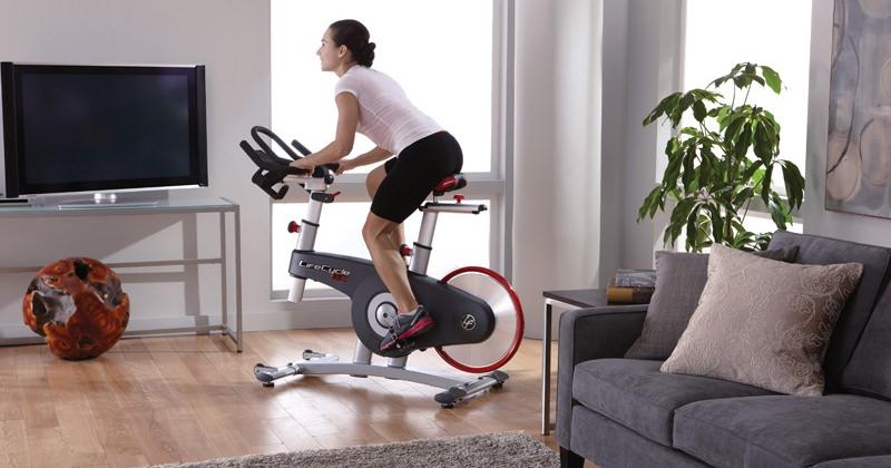 За отслабване много помага велоергометърът.