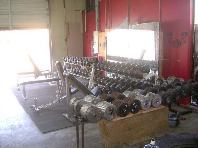Метрофлекс е фитнес зала за брутални бодибилдъри.