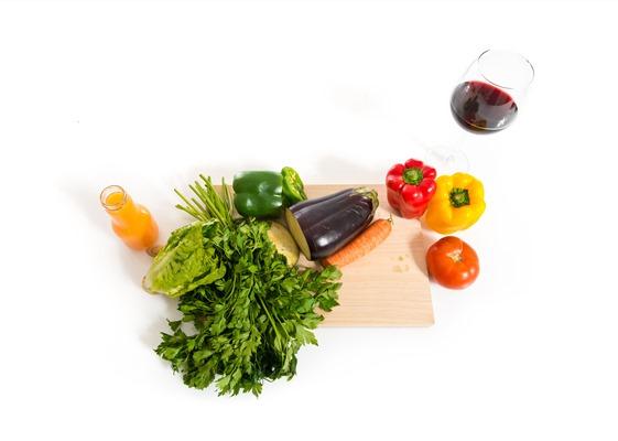 Ако вече ядете много плодове и зеленчуци, дори и една, здравословна чаша вино вероятно няма да стимулира изгарянето на мазнините – вече получавате полезните антиоксиданти