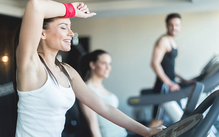 Фитнес програма за жени за отслабване с кардио тренировки.