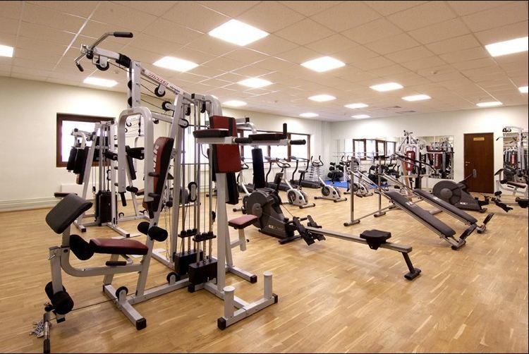 Фитнес залата може да се намира и в маза, подземие, а може и да е отделна постройка.