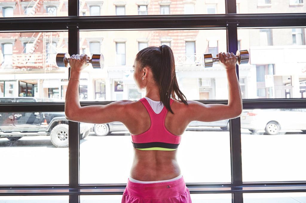 Упражненията с гири са много подходящи за оформяне на хубаво женско тяло.