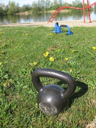 Boot camp (или т.нар. военни тренировки) комбинират два от най-ефективните стилове на трениране: интервални и съпротивителни упражнения.