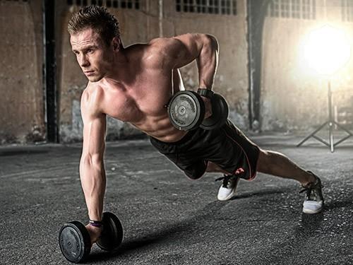 Вдигането на тежести в бързо темпо има предимства и недостатъци.