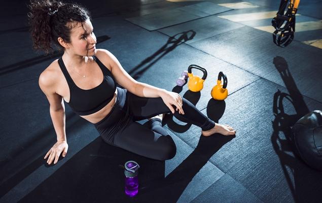 Клекове на босо - ползи за мускулите на цялото тяло.