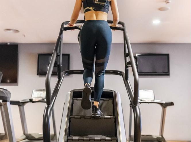 Степер с ескалаторна лента - фитнес стълба за кардио тренировки.