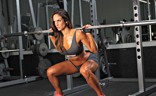 Силовите тренировки помагат за отслабване и стягане на тялото.